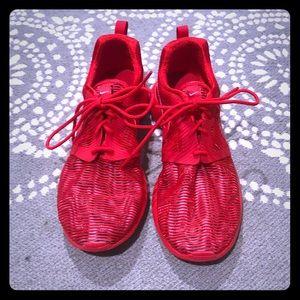 Nike Roshe Run 6.5 YOUTH fits 7.5-8 WOMEN